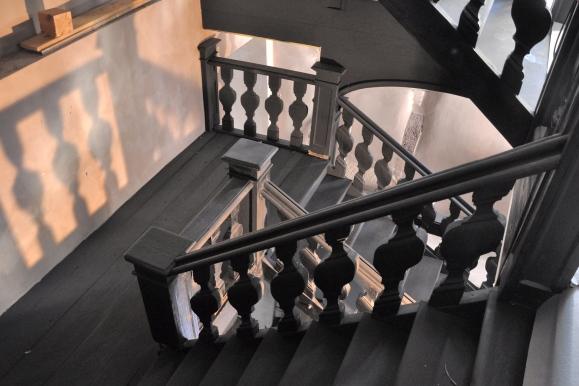 Barokní schodiště v Haus zur Sonne, Německo, cca 1720. Stav před dokončením rekonstrukce v roce 2013