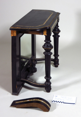 Konzolovy stolek bok